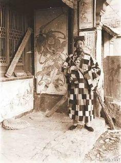 ☞與道士下山有何不同:真實道士老照片-微信上的中國 Ancient Architecture, Architecture Art, Old Pictures, Old Photos, Greek Statues, Chinese Embroidery, Taoism, History Photos, Chinese Culture