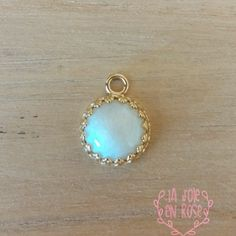 Made with your precious Breast Milk, wear your pearl near your heart with this splendid 14-karat yellow gold pendant crown style. A beautiful way to remember a special moment in mother's life. A unique and loving keepsake, our breast milk creations are made from your breast milk and put in this beautiful gold pendant. The …