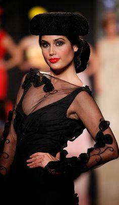 Molina, Simof 2014.    -->Elsie RC Flamenco Costume, Flamenco Dancers, Fashion Details, Boho Fashion, Womens Fashion, Sexy Outfits, Fashion Outfits, Sexy Photography, My Fair Lady