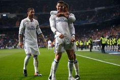 WinNetNews.com - Real Madrid berhasil memetik kemenangan saat menjamu Real Sociedad. El Real memenangi laga lanjutan Liga Spanyol ini dengan skor 3-0. Kemenangan ini berhasil membuat Madrid menjauh dari Rivalnya, Barcelona dan Sevilla. Melakoni pertandingan di Santiago Bernabeu, Senin (30/1/2017) dini