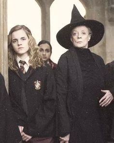I find it so ridiculous that some people will say that Hermione was scared of McGonagall because she was her boggart in POA. People, Hermione's fear is failure. Arte Do Harry Potter, Always Harry Potter, Harry Potter Cast, Harry Potter Characters, Harry Potter Universal, Harry Potter Memes, Harry Potter World, Ron Y Hermione, Fans D'harry Potter