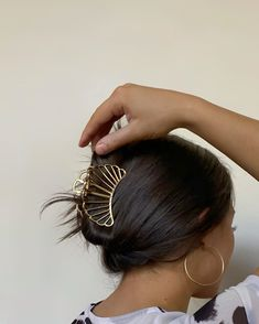 Pretty Hairstyles, Easy Hairstyles, Cute Jewelry, Hair Looks, Hair Inspiration, Hair Inspo, Hair And Nails, Hair Clips, Short Hair Styles