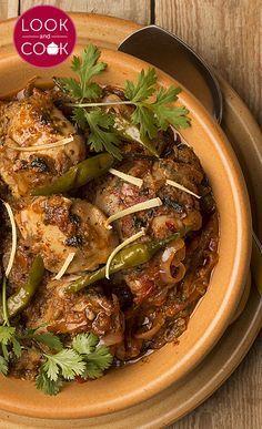 Pakistani Chicken Recipes, Bengali Fish Recipes, Indian Food Recipes, Indian Foods, Bengali Food, Iranian Food, Chicken Karahi, Chettinad Chicken, Okra