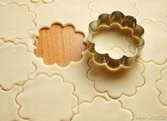 ciasteczka ze smalcem - najlepsze!!! - przepis ze Smaker.pl Polish Recipes, Cannoli, Truffles, Cookie Cutters, Dessert Recipes, Food And Drink, Cooking Recipes, Tasty, Sweets