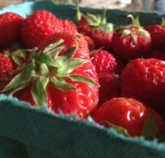 Yummy ideas for strawberries and a healthy smoothie recipe! #katielean
