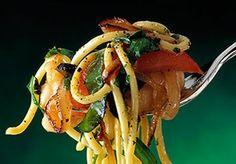 Bucatini pomodoro e rucola  buoni, freschi e primaverili http://www.buonissimo.org/ricette/2036_bucatinipomodoroerucola.asp