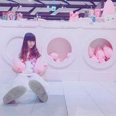 聽日本的朋友說現在那邊35度我就覺得七月底帶貨我應該會熱到抓狂...  #雖然我現在光準備搬家的東西就已經用到快抓狂了😊  .  .  #photo#photography#outfit#style#girl#me#ootd#pink#kawaiifashion#code#used#barbapapa#fashion#cute#kawaii#streetstyle#instagood#instafashion#wear#tokyobopper#gn#かわいい#今日のコーデ#ピンク#お気に入り#今日の服#お洒落さんと繋がりたい#雰囲気#写真好きな人と繋がりたい