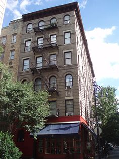 Visit the Friends apt building along w other fav tv shows places