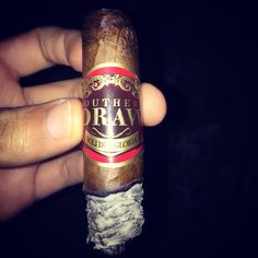If you enjoy an effortless draw with tons of flavor try a Southern Draw cigar!  HAND CRAFTED IN ESTELI, NICARAGUA RECOMMENDED BEVERAGE PAIRINGS  CRAFT BREW: CREAM ALE, LAGER, PALE ALE, BELGIAN, WHEAT, PILS AND IRISH RED ALE  WINES: MALBEC, RUBY CAB, SYRAH, PETITE SIRAH, ZIN, BORDEAUX AND OAKEY WHITES  SPIRITS: BLENDED SCOTCH/WHISKEY (5 – 12 YEAR AGED), VSOP COGNAC, MIXED DRINKS W/ VODKA, RUM, GIN, SCHNAPPS AND TEQUILA