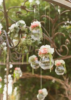 Des fleurs suspendues