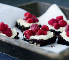 Fødselsdagskager: Brownies med hindbærtopping - Boligliv