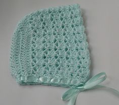Basic baby bonnet.  Free pattern