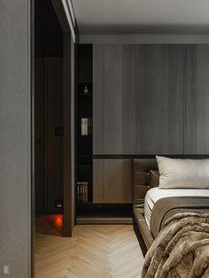 KZ: donkere slaapkamer, waarbij er gebruik is gemaakt van rijke natuurlijke materialen,