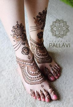 leg mehndi design simple, mehandi design for legs Arabic Bridal Mehndi Designs, Pretty Henna Designs, Peacock Mehndi Designs, Mehndi Designs Feet, Khafif Mehndi Design, Indian Mehndi Designs, Mehndi Design Pictures, Mehndi Patterns, Latest Mehndi Designs