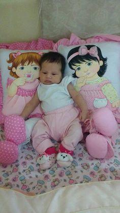 Cojines decorados con muñecas