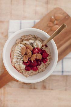 My healthy porridge recipe with almond milk porridge-lait-amandine-petit-dejeuner – Station De Recettes Healthy Porridge Recipe, Healthy Banana Recipes, Porridge Recipes, Almond Recipes, Healthy Smoothies, Healthy Drinks, Healthy Breakfast On The Go, Healthy Breakfast Recipes, Is Almond Milk Healthy