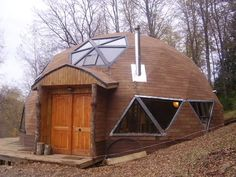 Resultado de imagen para domo Geodesic Dome Homes, Weather Storm, Eco Architecture, Natural Homes, Tiny House Cabin, Dome House, Unique Buildings, Natural Building, Earthship