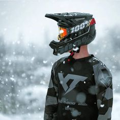 Ride through all conditions in your Aircraft Helmet and Racecraft Goggles. Honda Dirt Bike, Dirt Bike Gear, Motorcycle Bike, Motocross Outfits, Motocross Girls, Bike Humor, Bike Couple, Motorcross Bike, Bike Photography