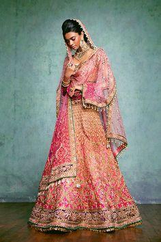 A beautiful #bridallehenga by #TarunTahiliani
