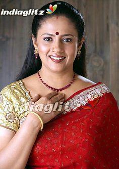 Beautiful Women Over 40, Beautiful Girl Indian, Beautiful Indian Actress, Beautiful Saree, Indian Actress Images, Actress Photos, Indian Actresses, Glam Photoshoot, Saree Photoshoot