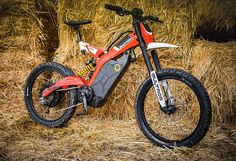 The Bultaco Brinco electric bike takes own electric powertrain technology found in its motorcycles and shrinks it down to size for bicycles. The new bike sports a rear wheel-mounted motor and a downtube-secured lithium-ion battery. E Mtb, Power Bike, Lead Acid Battery, Electric Bicycle, Electric Power, Sport Bikes, Bicycles, Motorcycles, Technology