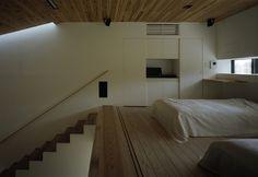 天井を抑えた落ち着きと連続感による開放を料率した空間