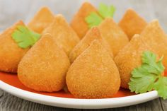 Post a traditional food from your country. I start with Coxinhas from Brazil. Coxinha Low Carb, Arancini, Snack Recipes, Snacks, Fett, Finger Food, Cornbread, Cantaloupe, Sweet Potato