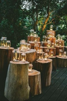 Breathtaking woodland wedding covered with mason jars with lights is worth a daydreaming time out. Photography: Claire Thompson.