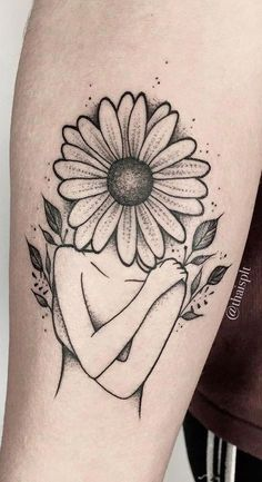 Sunflower tattoo delicate female: female tattoo tattoos impresionantes delicate arm small rib written back shoulder flower drawing animals watercolor key ideas Mini Tattoos, Dream Tattoos, Future Tattoos, Body Art Tattoos, Small Tattoos, Tatoos, Piercings, Piercing Tattoo, Subtle Tattoos