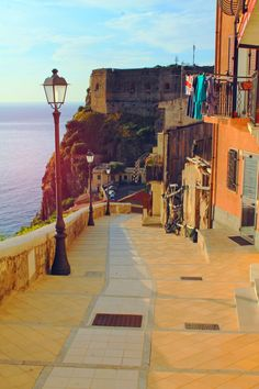 Calabria a Mare Reggio Calabria, Regions Of Italy, Oh The Places You'll Go, Sicily, Travel Around The World, Where To Go, Italy Travel, Street Photography, Beautiful Places