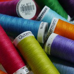 I just love it - die Farben, die Röllchen, den Nähfaden, einfach alles.