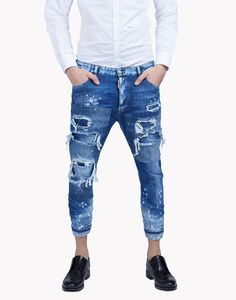 this summer try the ripped jeans with a new look street style Denim Jeans Men, Ripped Jeans, Denim Man, Mens Fashion Suits, Denim Fashion, Dsquared Jeans, Look Street Style, Jeans Style, Menswear
