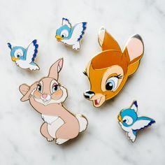 Ma nouvelle collection de #pins avec Disneyland Paris sort le 10 février au parc ! Pour cette deuxième collaboration j'avais très envie de pin's Bambi, avec les petits oiseaux que tant d'entre vous veulent, un très gros et très joli pin's Faline et ses jolis yeux bleus, et la très séductrice miss Bunny ! disney cute pin badge enameled (official pin trading)  #pingame #disneypins https://www.instagram.com/ebpins/