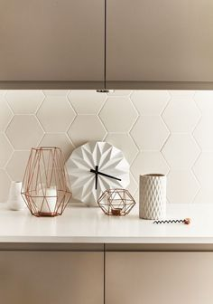 tiled splashbacks you shouldn't be afraid to use in 2019 Matte white hexagon tiles adds modern texture to this kitchen. Image sourceMatte white hexagon tiles adds modern texture to this kitchen. Geometric Tiles, Hexagon Tiles, Home Decor Kitchen, Interior Design Kitchen, Kitchen Lamps, Kitchen Paint, Bathroom Interior, Cashmere Kitchen, Bathroom Tile Designs