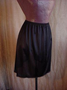 Vassarette Vintage Black Above Knee Mini Length Half Slip size Medium