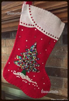 2 - 16 felt Christmas stockings featuring a sequined Christmas tree sitting on a bed of fresh snow. Vintage Christmas Stockings, Handmade Christmas Tree, Homemade Christmas, Christmas Sewing, Christmas Projects, Christmas Holidays, Christmas Decorations, Decoracion Navidad Diy, Stocking Tree