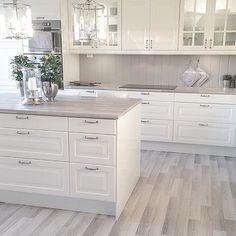 45 Fabulous Luxury White Kitchen Design Ideas For Dream Homes - More often than not, you would choose a white kitchen renovation if you are a person who yearns for spotless and sleek design for your home space. Home Decor Kitchen, New Kitchen, Home Kitchens, Kitchen Ideas, Awesome Kitchen, White Kitchens Ideas, Crisp Kitchen, Kitchen Size, Luxury Kitchens