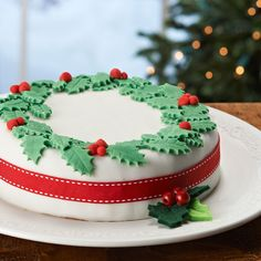 Lynda Jane Cakes: Christmas Cake Decoration Z Christmas Cake Decorations, Christmas Wreaths, Christmas Cakes, Xmas Cakes, Christmas Ideas, Fondant Decorations, Christmas Goodies, White Christmas, Decors Pate A Sucre