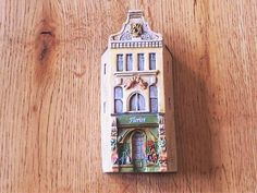 Lilliput Lane ..THE FLORIST .. Dominique Gault .. LONDON COLLECTION