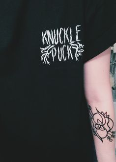 knuckle puck <<< And is that a La Dispute flower logo tat? Band Merch, Band Tees, Billy Talent, Hipster Shirts, Pierce The Veil, Pin And Patches, Alternative Outfits, Pop Punk, Real Friends