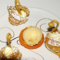Ginger ice cream barquette and choux swans © www.inspiredcompany.com© www.ice-cream-magazine.com