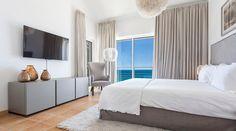Vila Mar a Vista is a beautiful villa for rent in Budens, Portugal. Hotels In Portugal, Algarve, Best Boutique Hotels, Best Hotels, Villa, Infinity Pool, Bedroom, House, Ocean Views