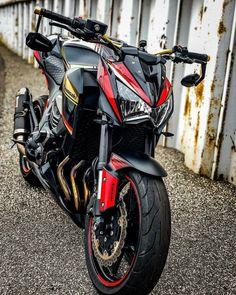 Motor Crush, Motorbike Girl, Kawasaki Motorcycles, Bmw S1000rr, Bike Photo, Best Luxury Cars, Cute Girl Pic, Super Bikes, Bike Life