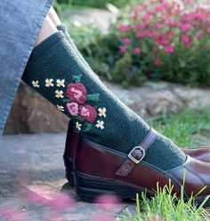 Duplicate stitch embroidery to add something special to an otherwise plain sock.  Ravelry: Bulgarian Blooms pattern by Priscilla Gibson-Roberts