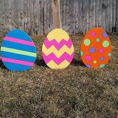 Brighten up your porch, yard and door for the spring season with these festive and creative DIYoutdoor Easter decorations, which includescolorful garlands, cheery lawn decorations, and egg-cellent porch decor ideas. Yard Outdoor Easter Decorations Easter Egg Lights string lights + drill + plastic easter eggs Yarn Egg Garland Mod Podge +balloons +pastel yarn Easter Egg …