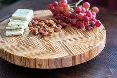 This is SO cool! Wait till you see what this turned into! Easy DIY Patterned plywood lazy susan. Beginner Woodworking Projects, Woodworking Plans, Diy Lazy Susan, Wood Working For Beginners, Butcher Block Cutting Board, Plywood, Easy Diy, Hardwood Plywood, Wood Effect Worktops