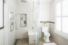 niches salle de bains étagères toilettes parquet bois cabine de douche