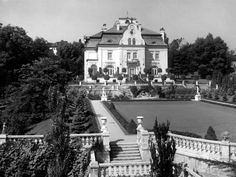Hatschekvilla auf der Gugl Mansions, House Styles, Image, Linz, Historical Pictures, Mansion Houses, Manor Houses, Fancy Houses, Palaces