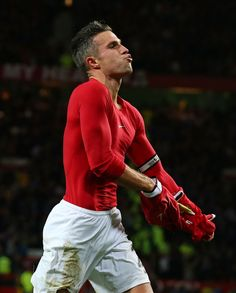Robin Van Persie Photos - Robin van Persie of Manchester United celebrates scoring the equalising goal during the Barclays Premier League match between Manchester United and Chelsea at Old Trafford on October 26, 2014 in Manchester, England. - Manchester United v Chelsea - Premier League