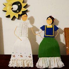 Las dos Fridas, cartulina y alambre